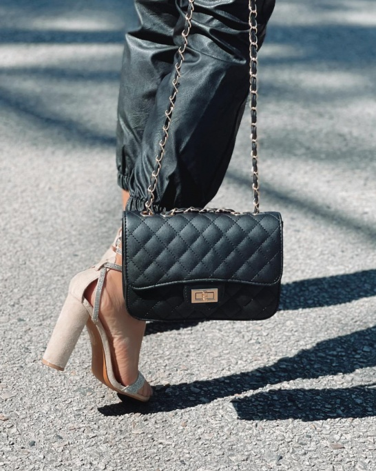 BAG 'BUSY' IN BLACK